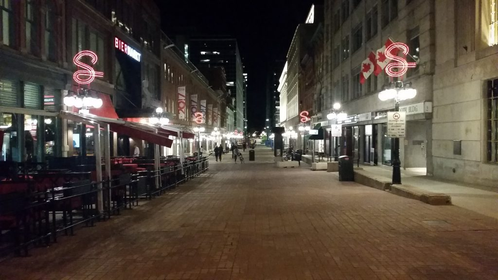 The most active street in downtown Ottawa at 10:00 on a Thursday  night.